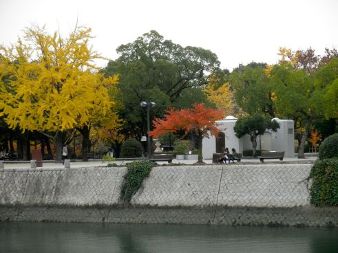 The fall foliage was vibrant in Hiroshima, as you can see from these momiji (maple) trees located across the river from the Peace Park.