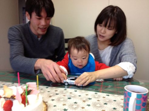 We spent Christmas Eve at the home of Lisa's brother Yuichi and his wife Mika. Their son Takuto turned 1 last week and they gave birth to a newborn son Hiroto on Dec. 18.