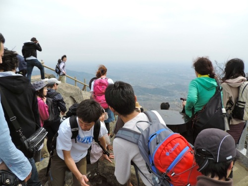 The crowd of people at the summit of Mount Tsukuba.