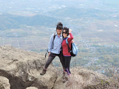 Saya and Lisa standing at Miyukigahara, or the popular viewing spot at the peak of Mount Tsukuba.
